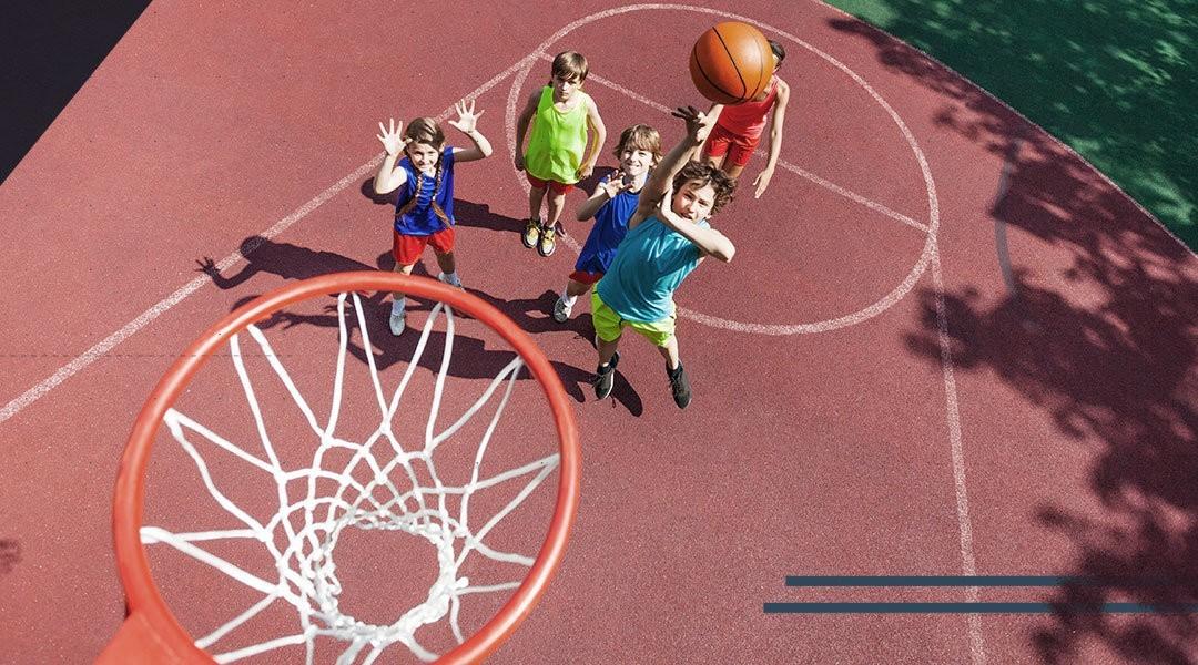 Il piede e la caviglia dei bambini che praticano il basket