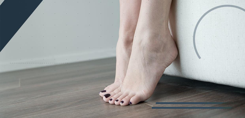 piedi-femminili-preparati-per-operazione-chirurgica-min