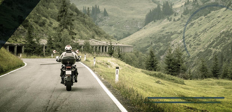motociclista-problemi-caviglia-min