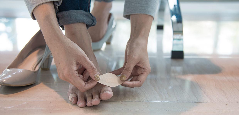 cerotto-dolore-al-piede-scarpe-min